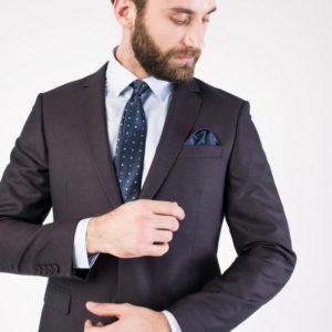 Классический мужской костюм коричневый.