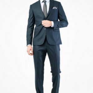 Мужской костюм в полоску черный.
